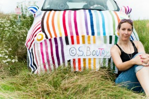 yarnbombing car - fiat 500 - voiture tricote - par Woola Oops